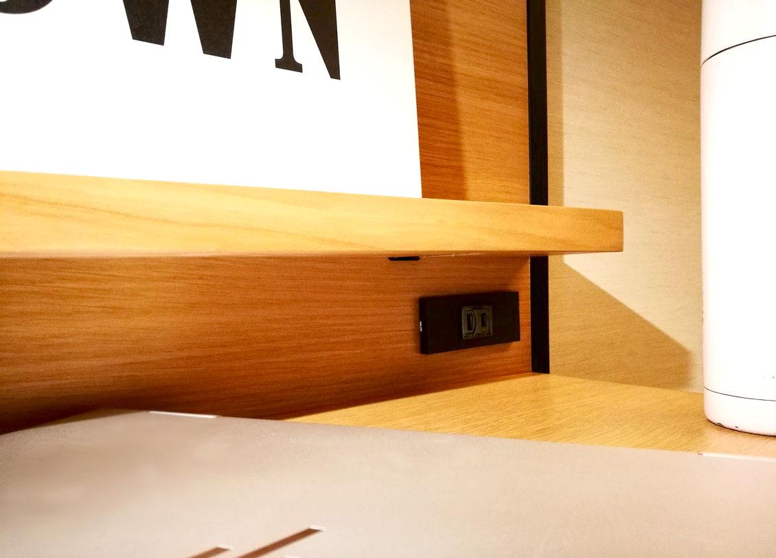 気の利いた電源配置-ランプライトブックスホテル名古屋-Lamp Light Books Hotel Nagoya