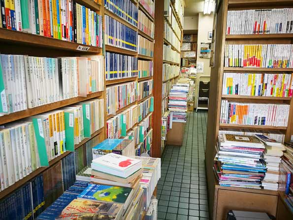 岩森書店の店内-荻窪・西荻窪の古本屋巡りレポート