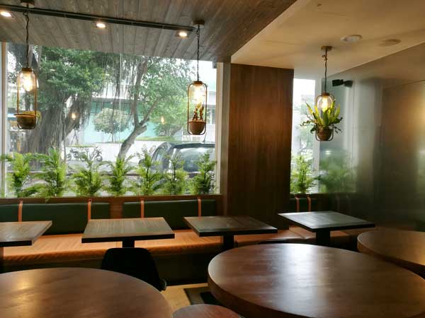 窓際-Twin Brothers Cafe:台北東区でゆっくり読書ができるカフェ-idobon.com